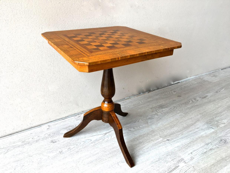 Tavolino a scacchiera