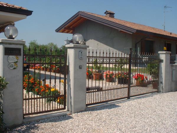 cancelli ferro battuto | portoncini in lamiera | ringhiere in ferro | Muzzana del Turgnano | Udine | Pordenone | Trieste | Gorizia