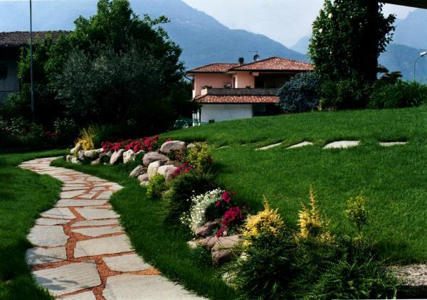 tappeto di erba in giardino della vallecamonica