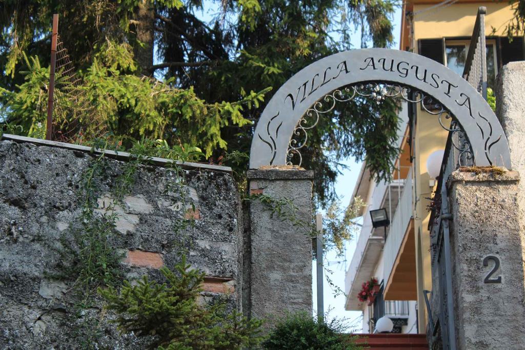 Chi Siamo: Villa Augusta