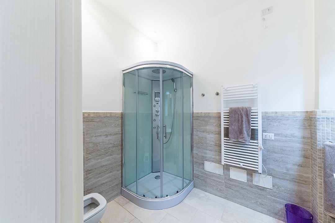 Camera con bagno box doccia