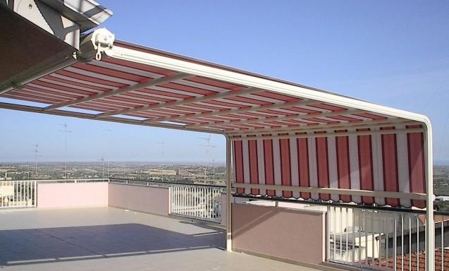Terrazza tenda sole con guide laterali