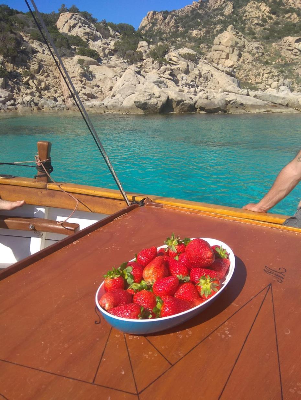 pranzo di pesce in barca Sardegna