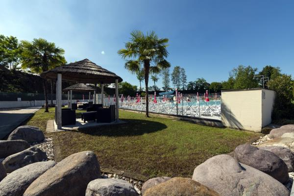 piscina con prato Castrezzato Brescia
