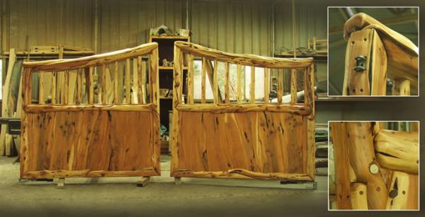Cancello a due battenti realizzato in legno