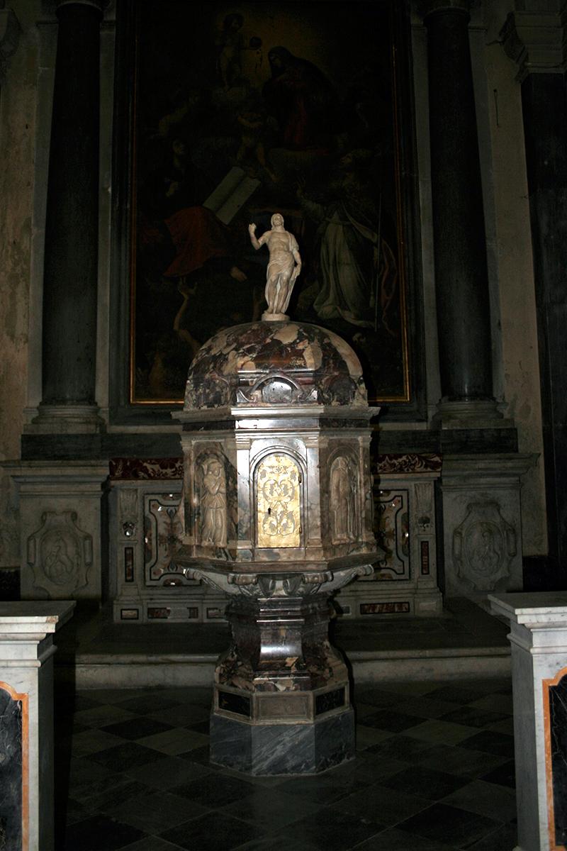 Tempietto in Breccia Medicea nel Duomo dei SS. Lorenzo e Barbara a Seravezza