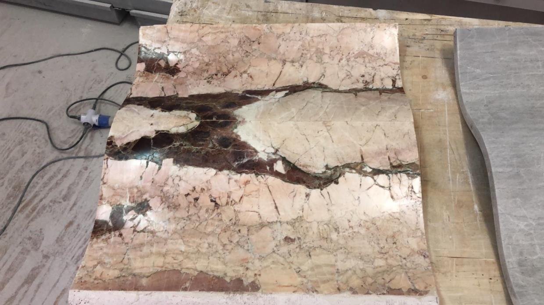 Esempio di lavorazione di curvatura del marmo