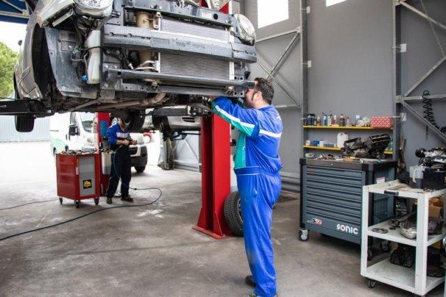 riparazione su auto