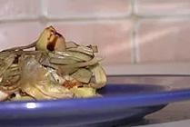 Filetto di Spigola con Carciofi al Vapore su Purè al Curry ed Erbe Aromatiche