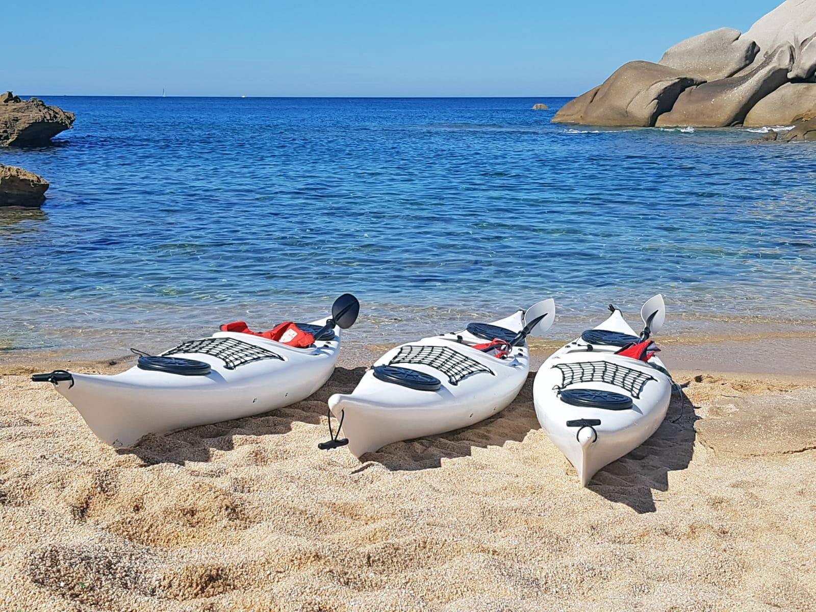 Kayak di Ajò Kayaking in spiaggia