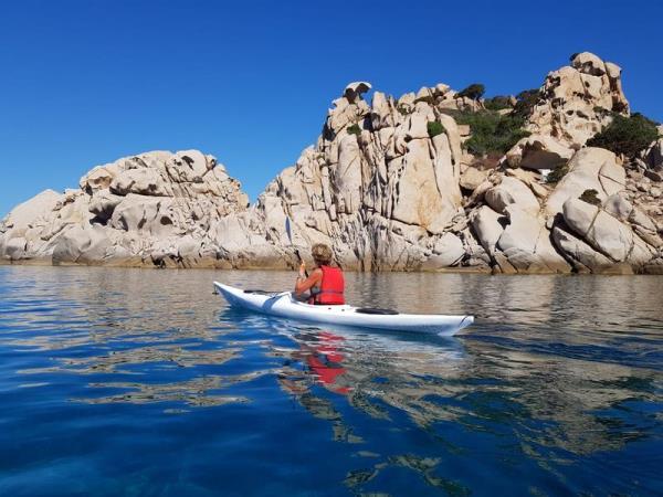Escursione in Kayak Ajò Kayaking sottocosta