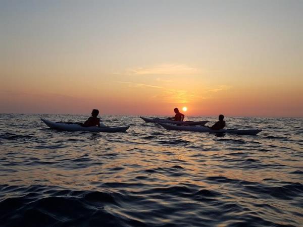 Escursione in Kayak in sardegna Ajò Kayaking al tramonto