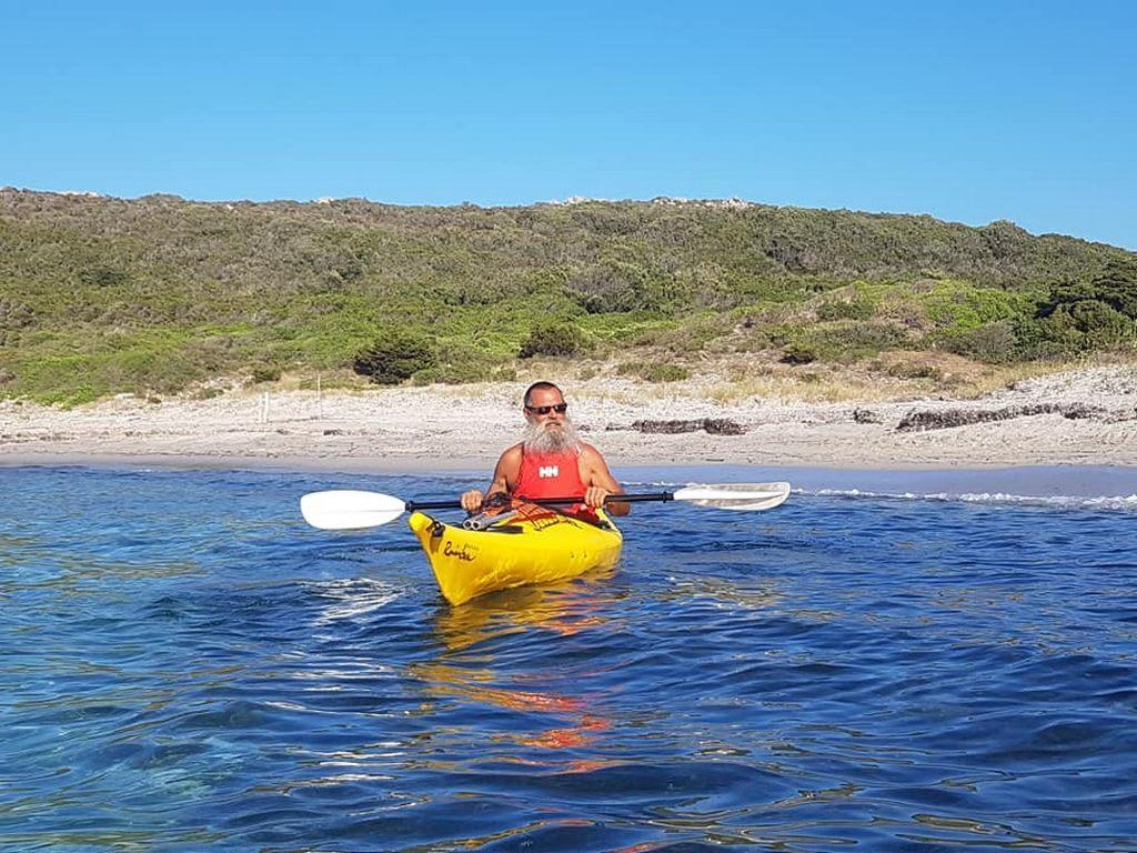 Un Kayak di Ajò Kayaking in partenza