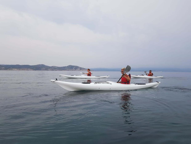 Ajò Kayaking escursione tra amici