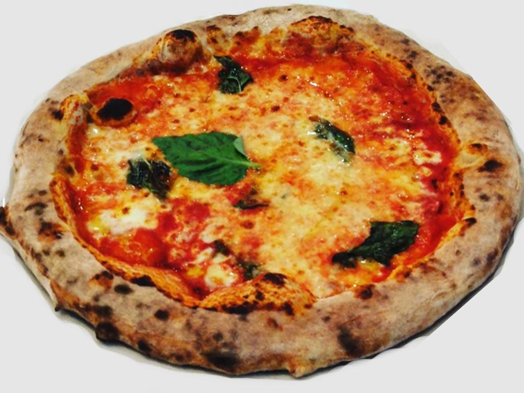 Pizza al pomodoro e olive  RM Royal Meat