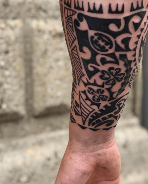 Realizzazione di tatuaggi tribali Namaste Ink