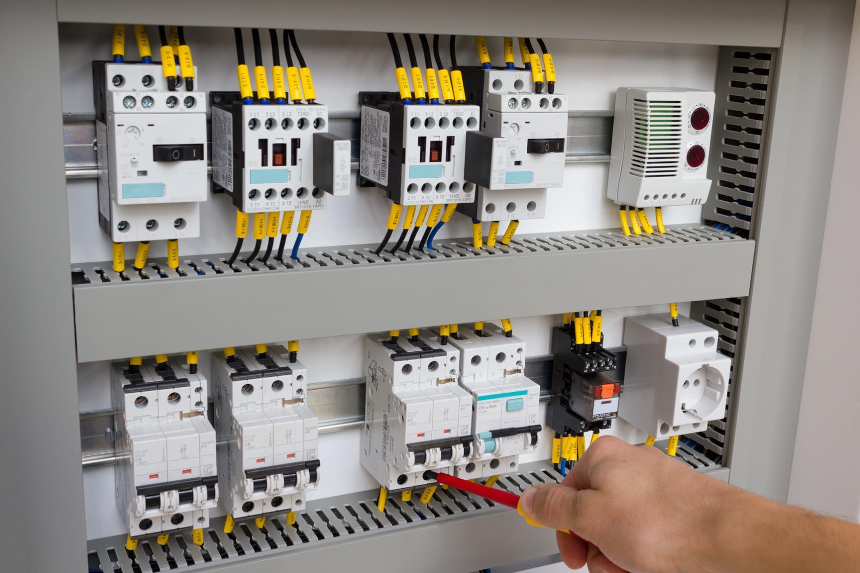 Realizzazione impianti elettrici Adamo Impianti