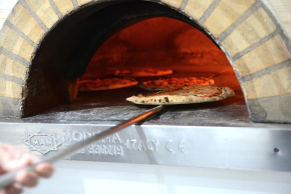 pizze cotte nel forno a legna Copertino