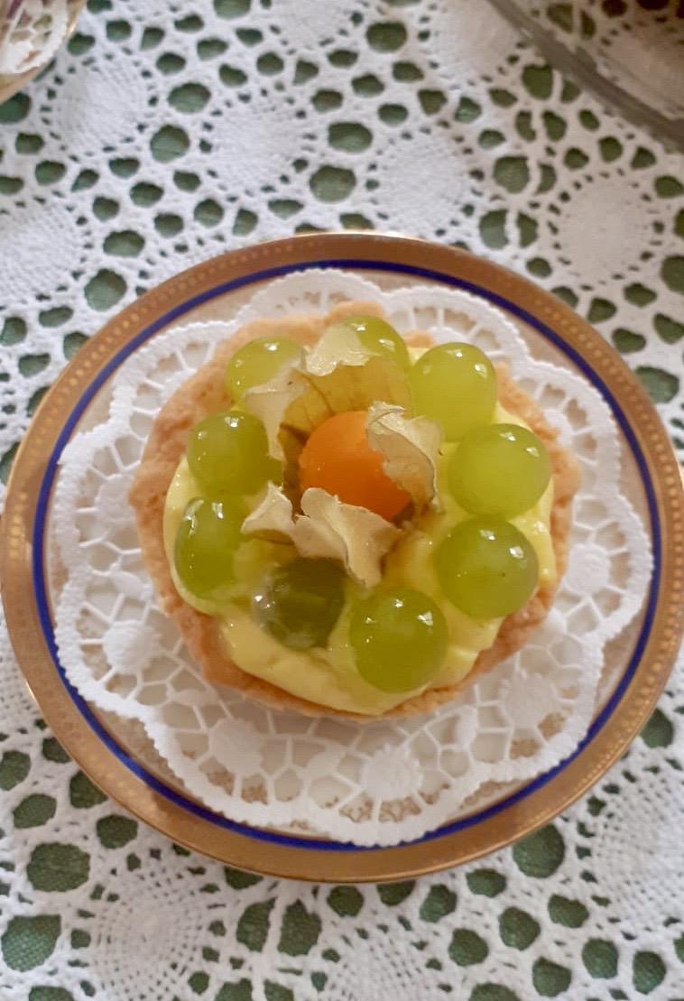 Crostatina con crema pasticciera e frutta fresca