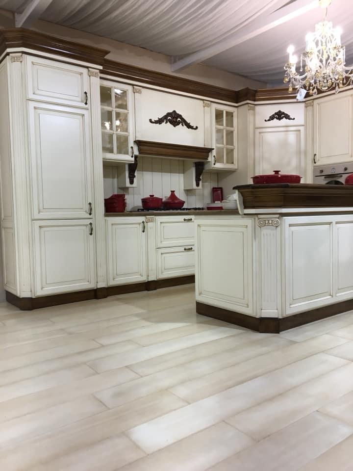 Cucina in legno bianco Cucine classiche e moderne su misura