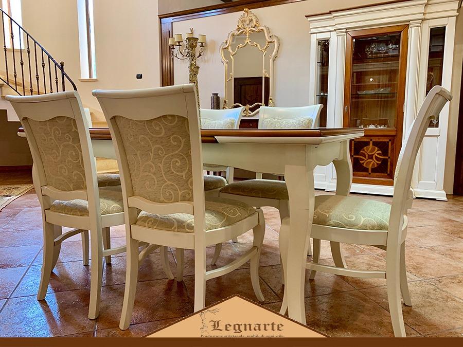 Tavolo con sedie per soggiorno