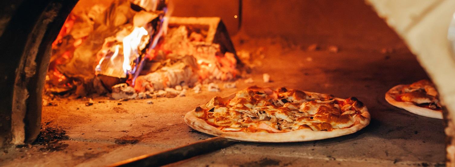 Pizzeria Marechiaro Pizzeria con forno a legna