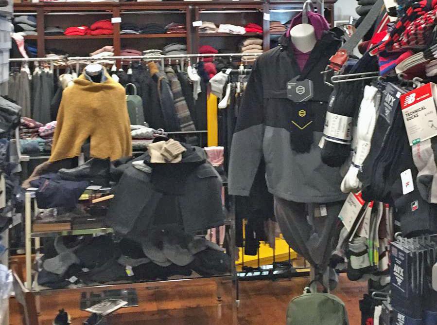 negozio abbigliamento etnico sardo