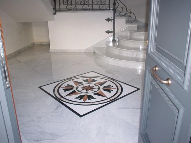 Pavimento con rosone lavorazioni e realizzazioni in marmo Manduria Taranto Emme Marmi Srl