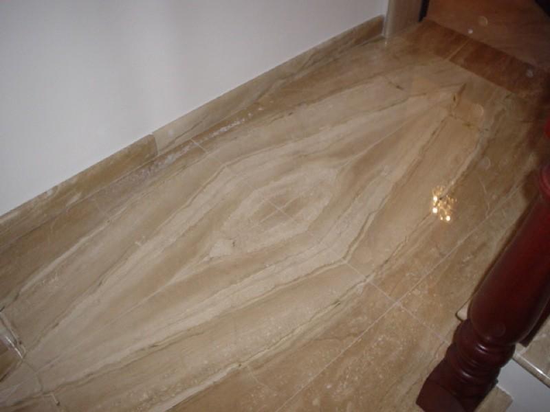 Pavimento con venature naturali lavorazioni e realizzazioni in marmo Manduria Taranto Emme Marmi Srl