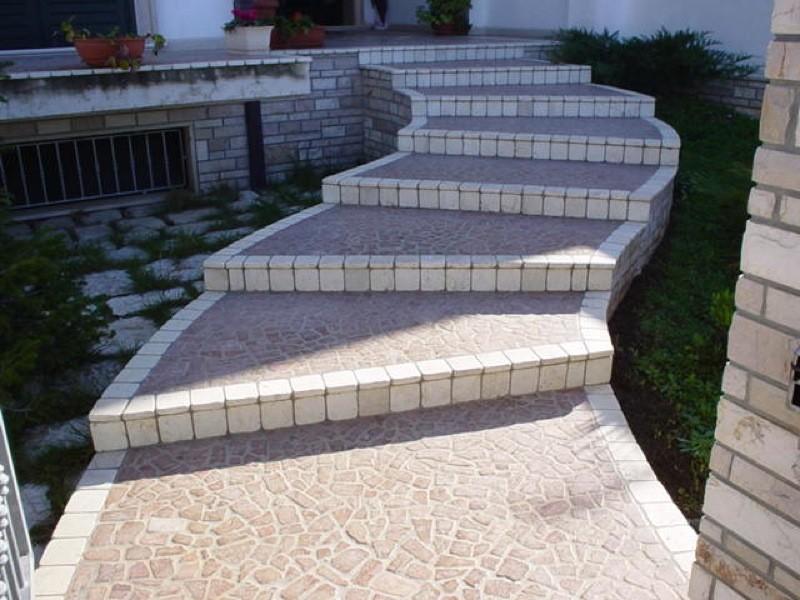 Gradinata curva marmo e porfido lavorazioni e realizzazioni in marmo Manduria Taranto Emme Marmi Srl