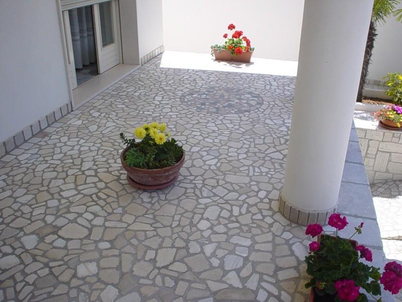 Pavimentazione in pietra lavorazioni e realizzazioni in marmo Manduria Taranto Emme Marmi Srl
