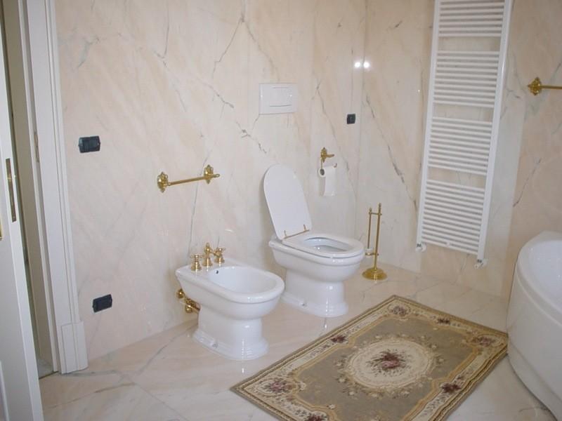 Bagno lavorazioni e realizzazioni in marmo Manduria Taranto Emme Marmi Srl