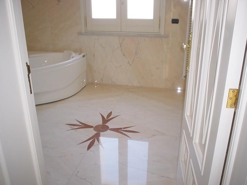 Bagno pavimento marmo lavorazioni e realizzazioni in marmo Manduria Taranto Emme Marmi Srl