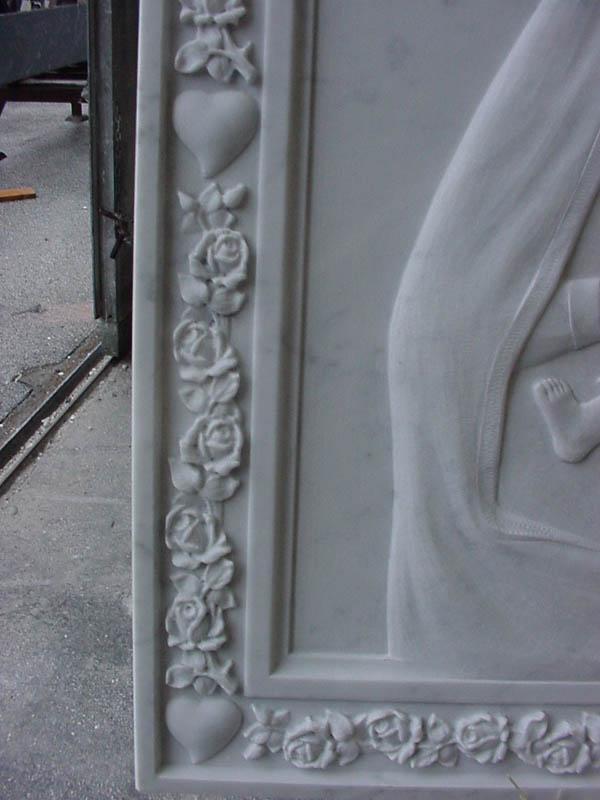 Particolare di lapide lavorazione del marmo a Pietrasanta Lucca