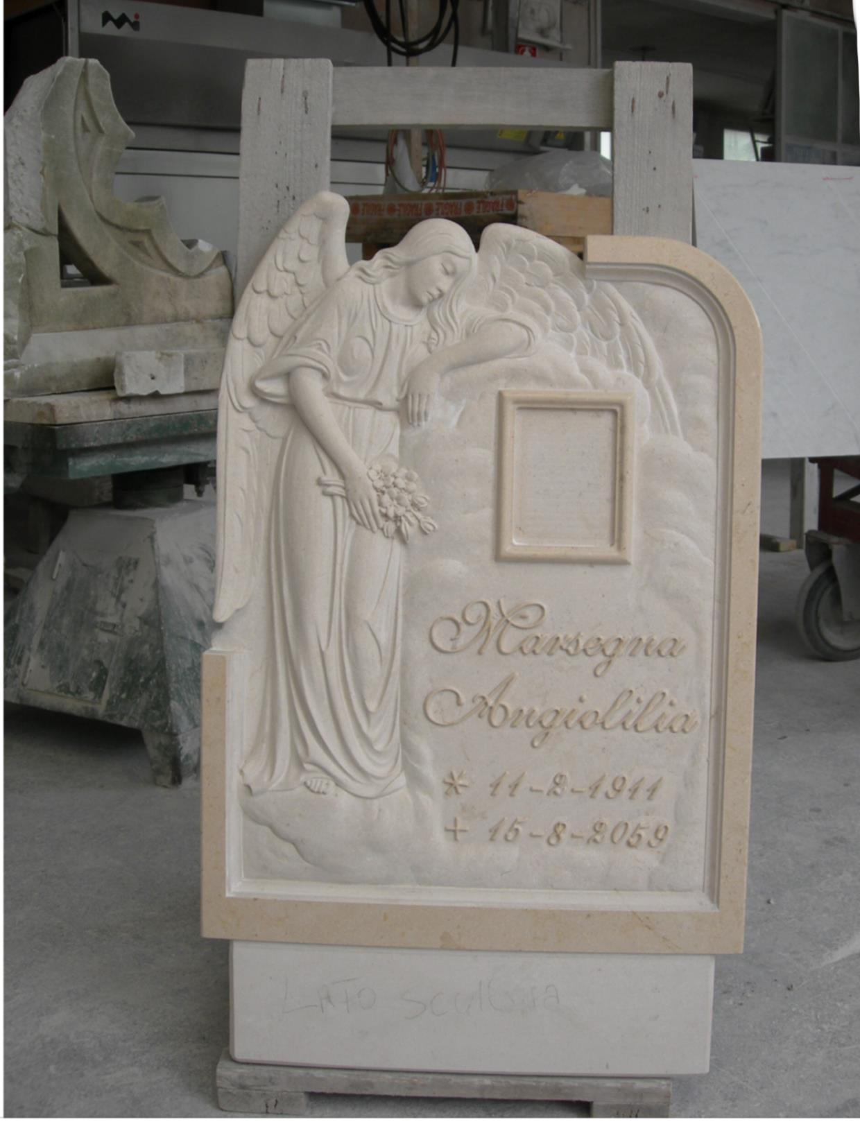 Lapide lavorata lavorazione del marmo a Pietrasanta Lucca