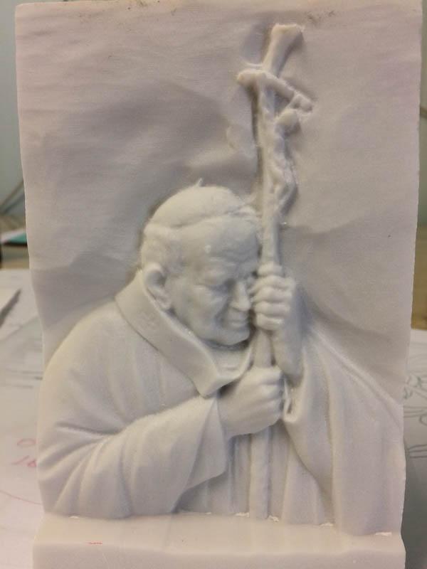 Scultura Papa Giovanni Paolo II sculture di arte sacra in marmo a Pietrasanta Lucca