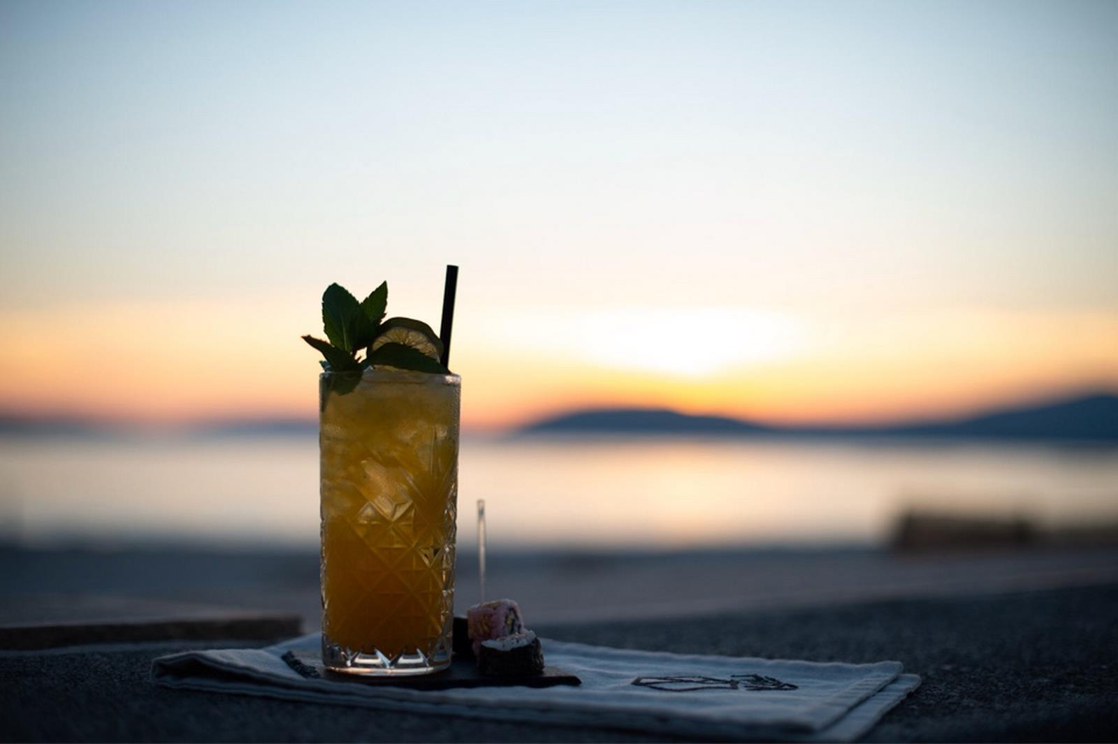 locale aperitivo fronte mare