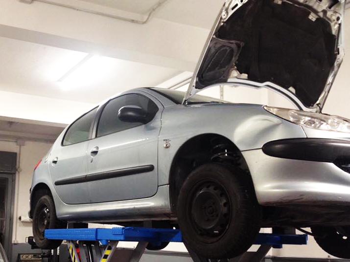 Assistenza e riparazione auto multimarca Autofficina Cordini Endrio