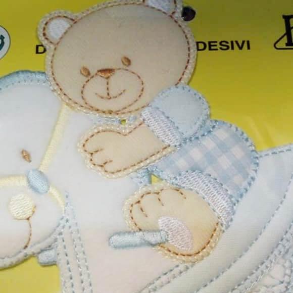 Lenzuolo con orsacchiotto trapuntato e cucito a mano
