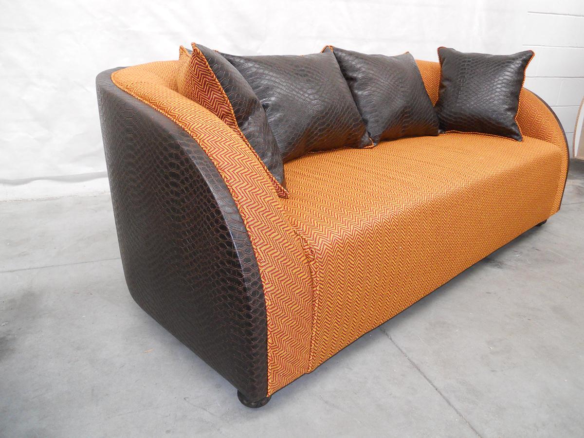 divano color arancio