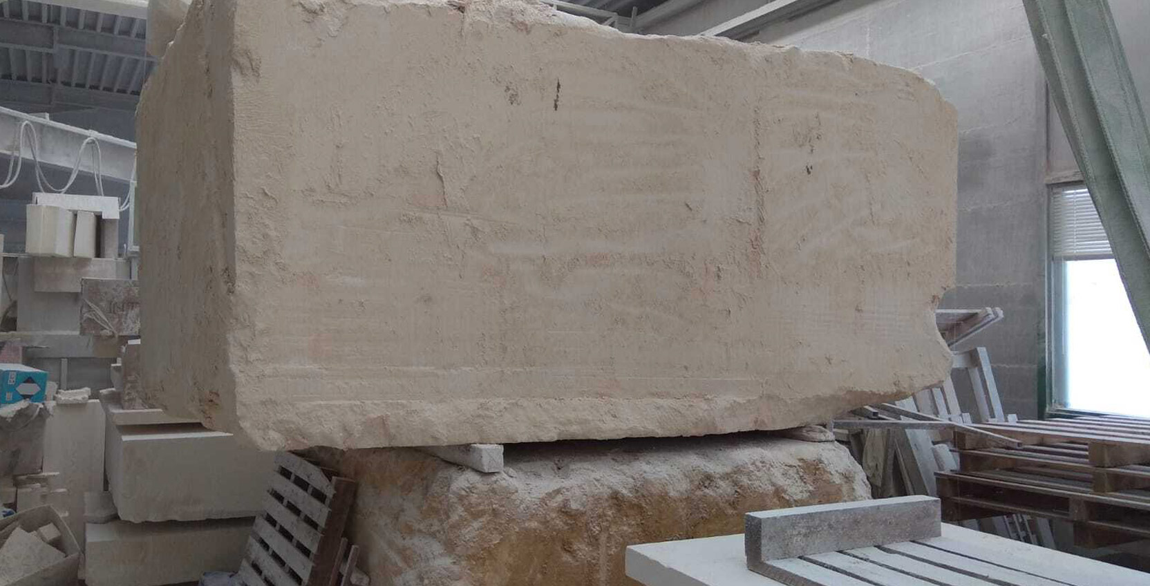 Lavorazione artigianale della pietra a Longare Vicenza La Bottega Vecia