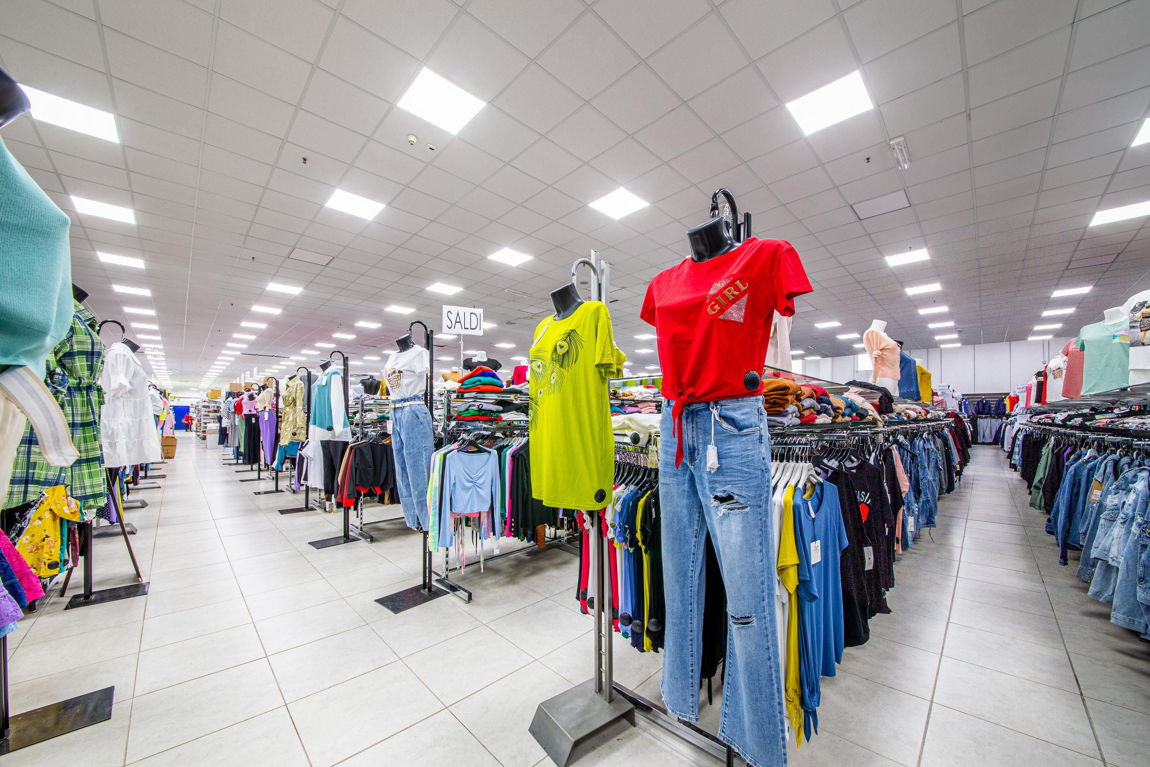 negozio di abbigliamento economico