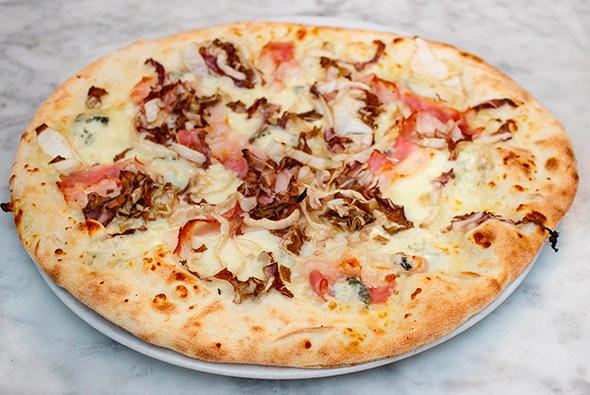 Mangiare pizza cotta a legna ad Alghero
