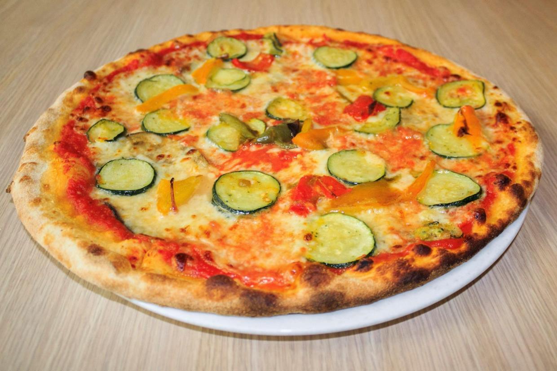 pizza margherita con zucchine