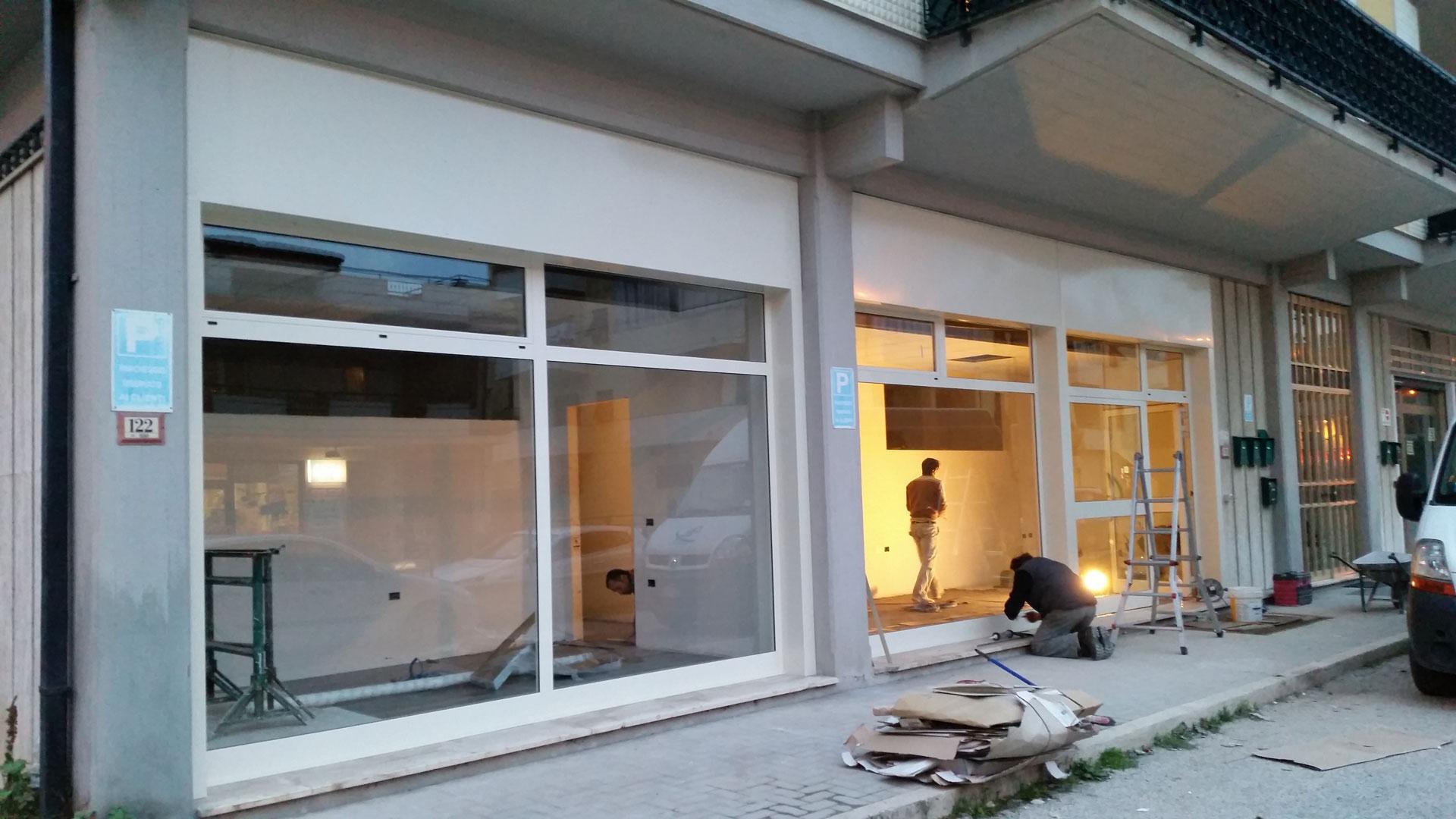 Manutenzione porte e finestre interne ed esterne R. Generation