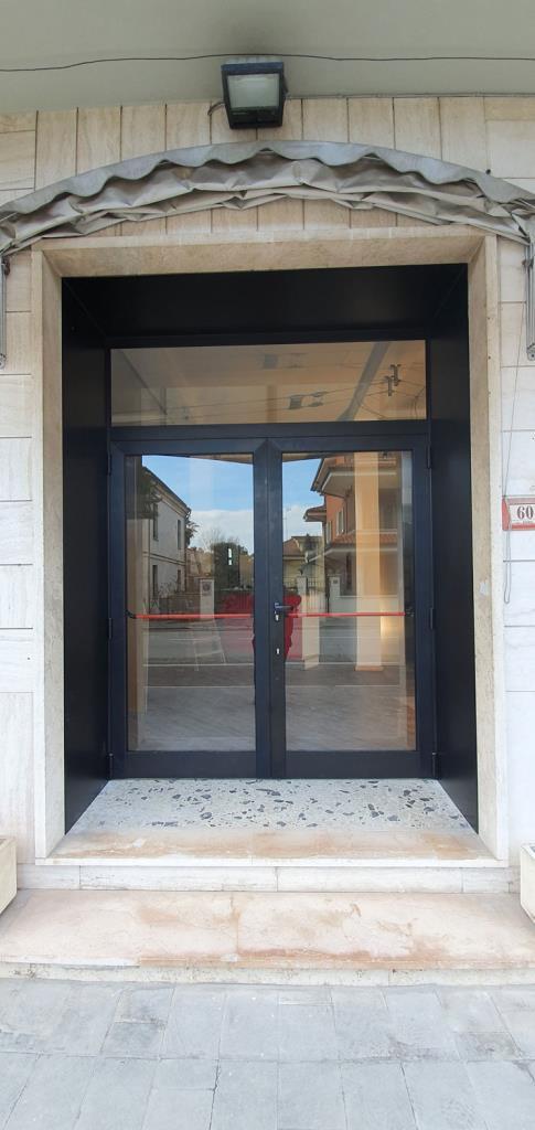Porte blindate e portoni di ingresso in alluminio