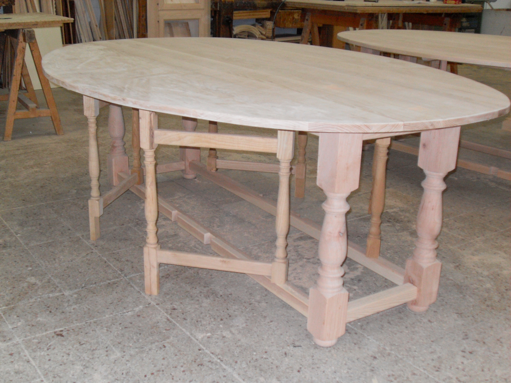 tavolo da pranzo ovale in legno