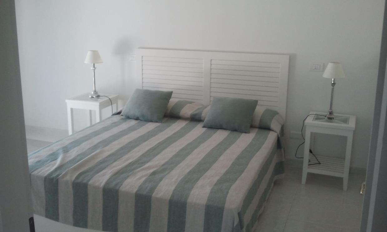 letto e comodini in legno massello