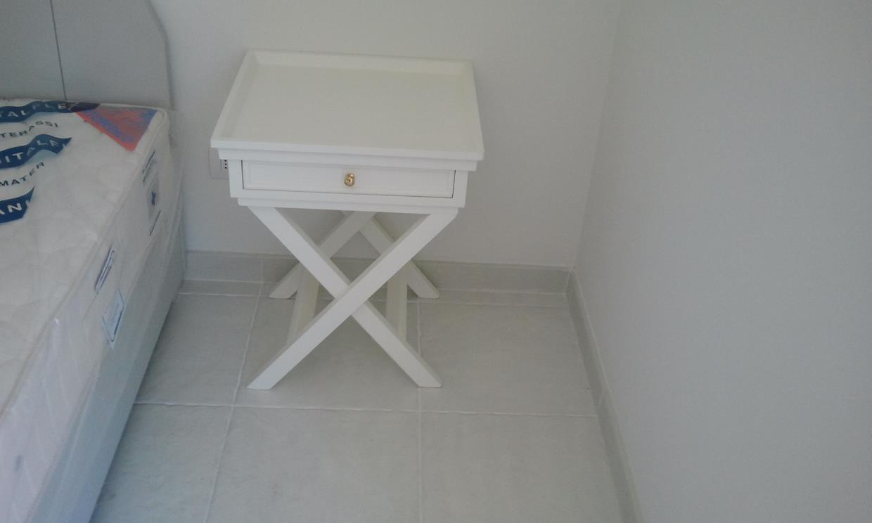 comodino bianco in legno massello