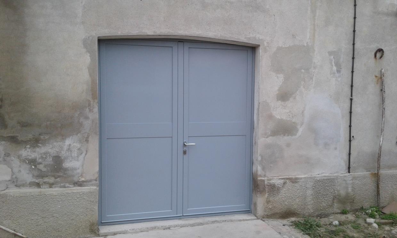 persiana e porta  ferro